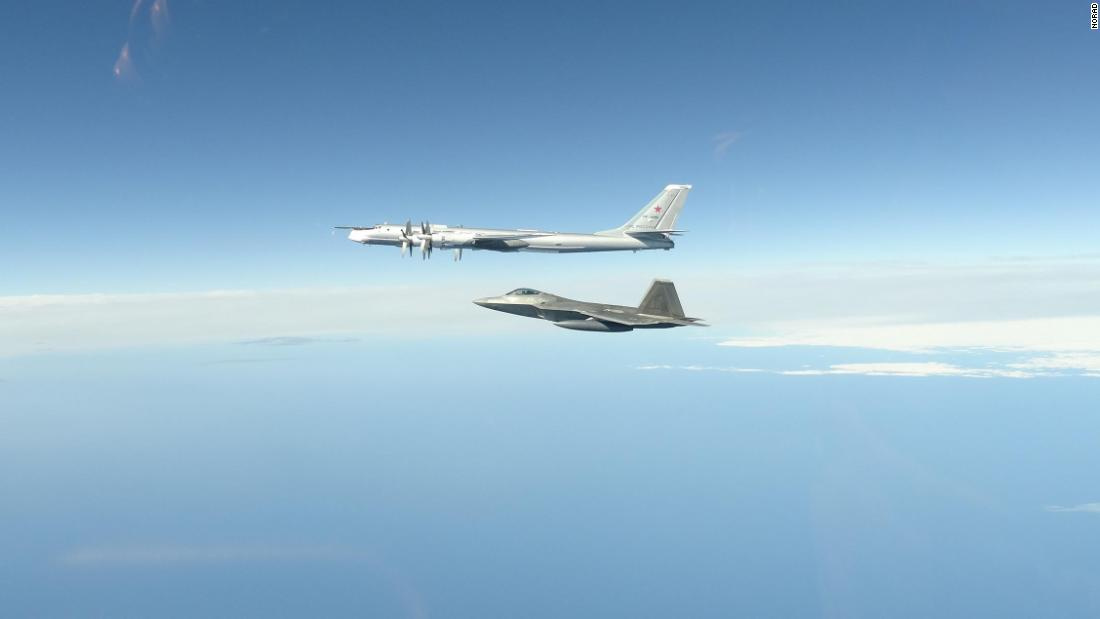 US-Militärflugzeuge haben zum zweiten Mal in einer Woche zwei russische Bomber und Jets vor der Küste Alaskas abgefangen