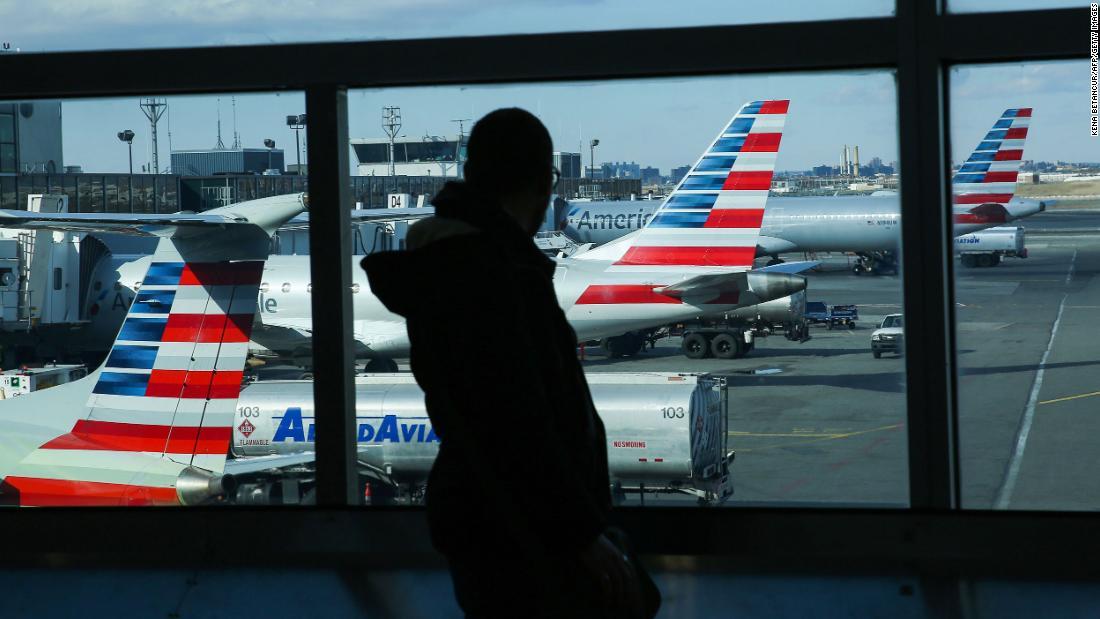 Ein Passagier von American Airlines wurde aus einem Flug entfernt, weil er sich geweigert hatte, eine Gesichtsmaske zu tragen