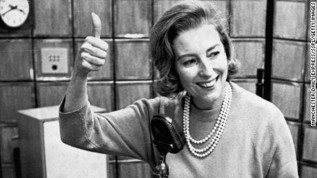 Lynn, 1964 abgebildet, war die erste englische Künstlerin, die 1952 die Nummer eins in den US-Rekordcharts erreichte.