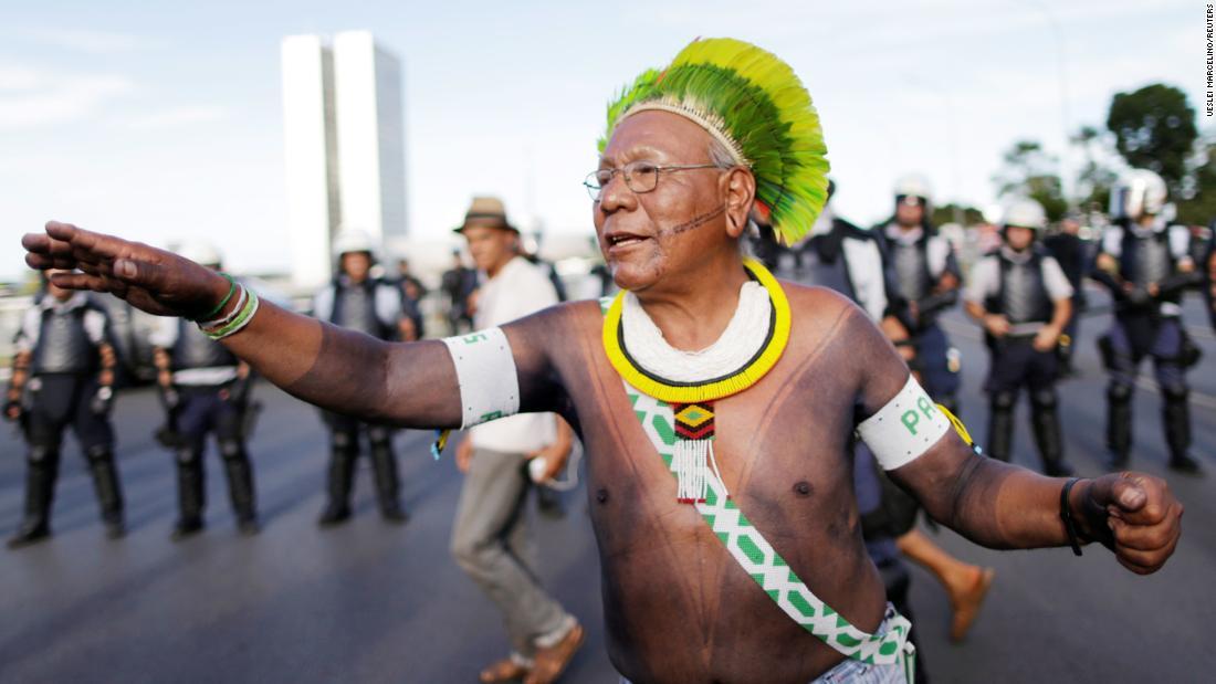 Paulinho Paiakan, Amazonas-Chef und einheimischer Regenwaldschützer, stirbt