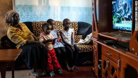 Wie China langsam seine Macht in Afrika ausbaut, ein Fernseher nach dem anderen