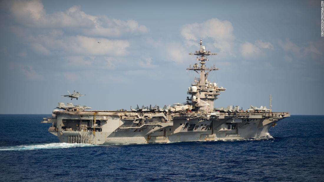 USS Roosevelt In einer großen Umkehrung beschließt die Marine, die Entlassung des Flugzeugträgerkapitäns aufrechtzuerhalten, der vor dem Ausbruch des Coronavirus gewarnt hat