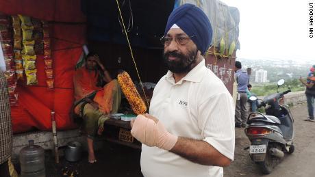 Lakhjeet Singh, 68, wurde positiv auf Covid-19 getestet, konnte jedoch kein Krankenhaus finden, um ihn aufzunehmen.