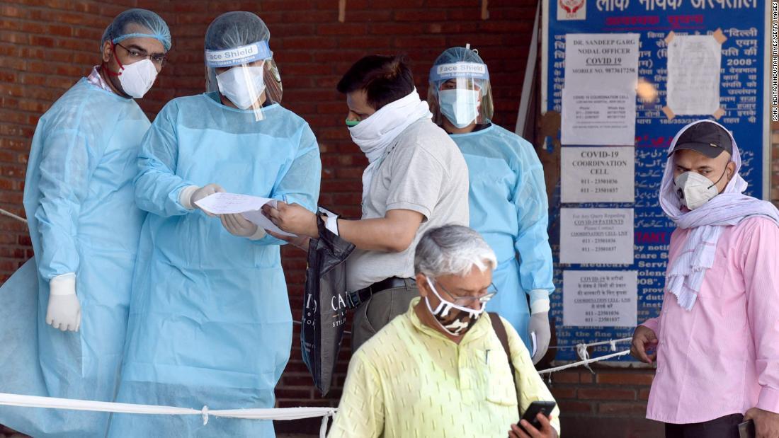 Als Delhi Indiens Hauptstadt für Coronaviren wird, haben die Krankenhäuser Schwierigkeiten, damit fertig zu werden