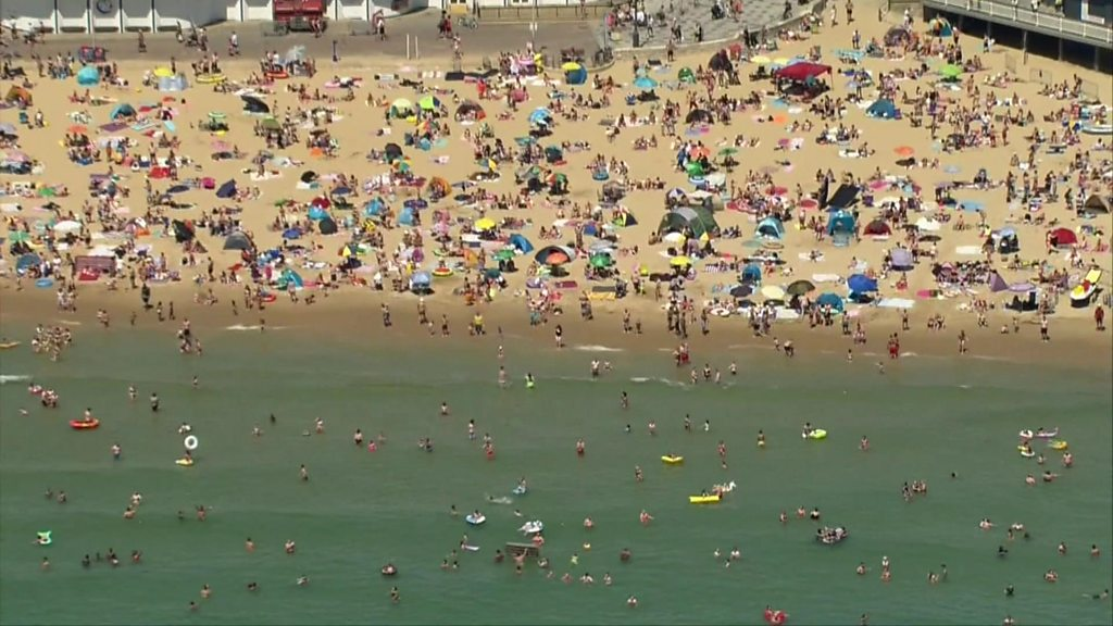 Coronavirus: Prof. Chris Whitty warnt die Öffentlichkeit vor Versammlungen bei heißem Wetter