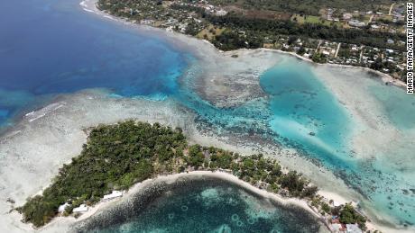 Eine Luftaufnahme der Insel Erakor und der Küste von Port Vila in Vanuatu.