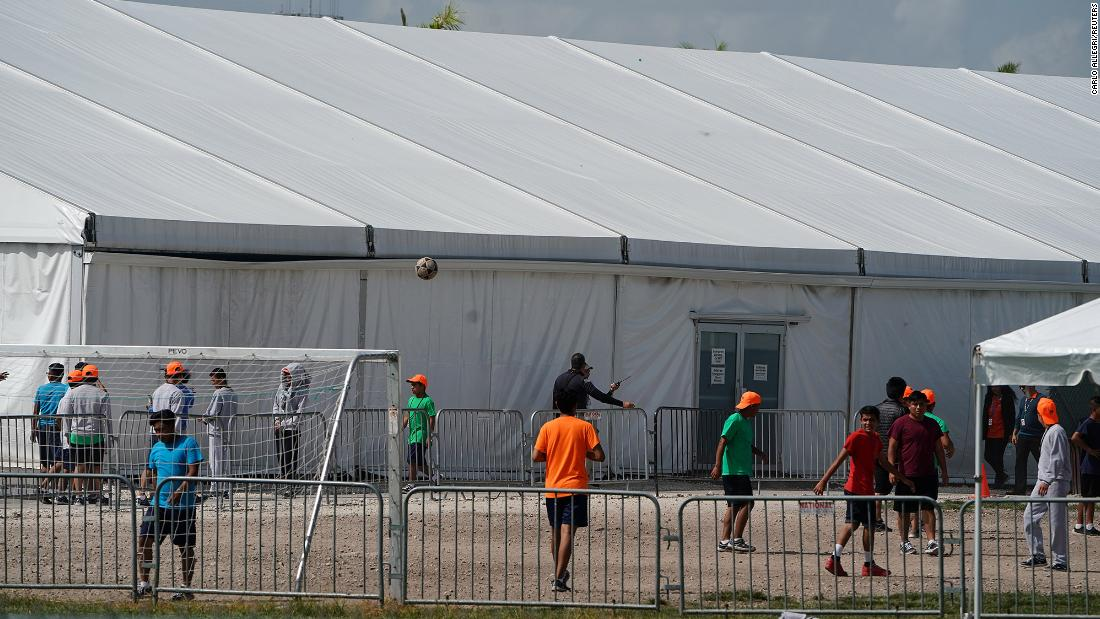 Richterregeln Migrantenkinder in staatlichen Familienhaftanstalten müssen wegen Coronavirus freigelassen werden