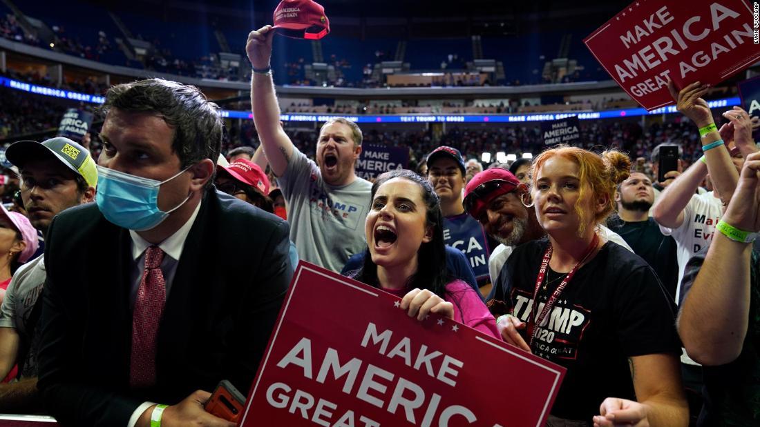Washington Post: Bei der Trump-Kampagne wurden vor der Tulsa-Kundgebung soziale Distanzierungsaufkleber entfernt