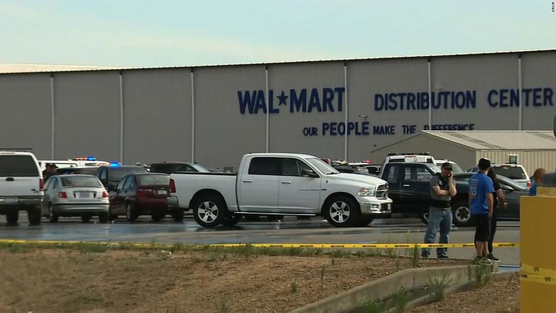 Laut offiziellen Angaben wurden mindestens 2 Tote und 4 Verletzte bei Schüssen im kalifornischen Walmart-Vertriebszentrum verletzt