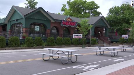 Gönner werden gebeten, sich selbst unter Quarantäne zu stellen, nachdem etwa 85 Personen, die eine Bar in Michigan besucht haben, Covid-19 erhalten haben
