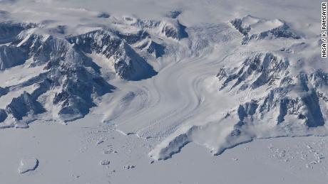 Die Erwärmung des Ozeans verursacht in Grönland und der Antarktis einen massiven Verlust der Eisdecke, wie eine NASA-Studie zeigt