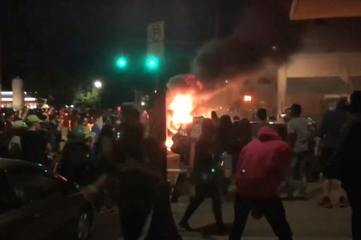 """Anti-Cop-Demonstranten lassen Portland """"wie ein Kriegsgebiet aussehen"""""""