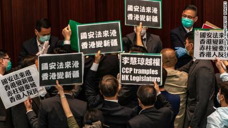 China steht kurz vor der Verabschiedung eines umstrittenen nationalen Sicherheitsgesetzes in Hongkong. Hier ist, was Sie wissen müssen