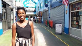 Diana Nabagereka im Dorf Brixton