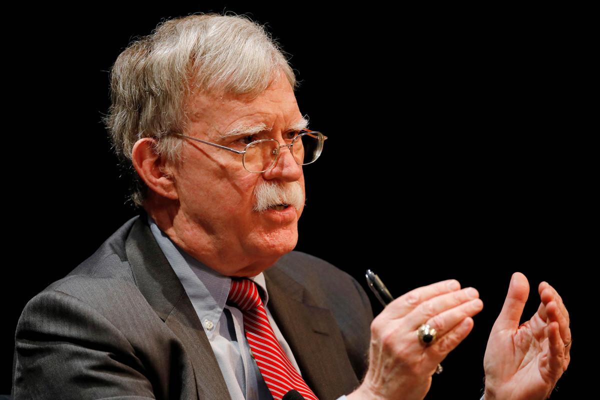 Das DOJ verfolgt einen Notfallbefehl, um John Boltons Buch zu blockieren