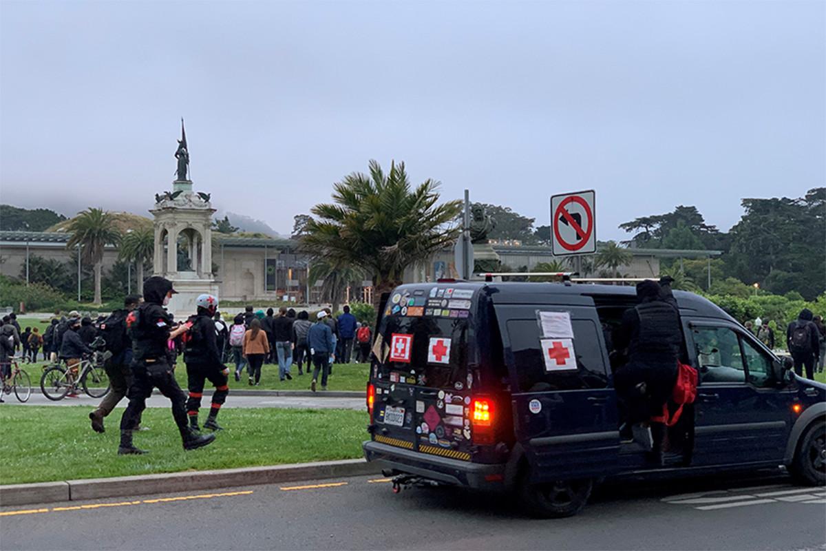 Demonstranten stürzen Francis Scott Key Statue im San Francisco Park