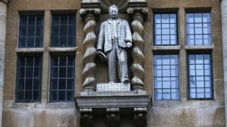 Die Statue von Cecil Rhodes