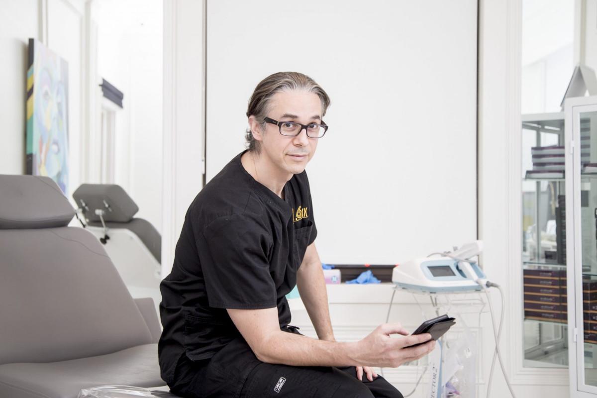Kanadischer plastischer Chirurg, der beschuldigt wird, Patienten ohne deren Zustimmung gefilmt zu haben