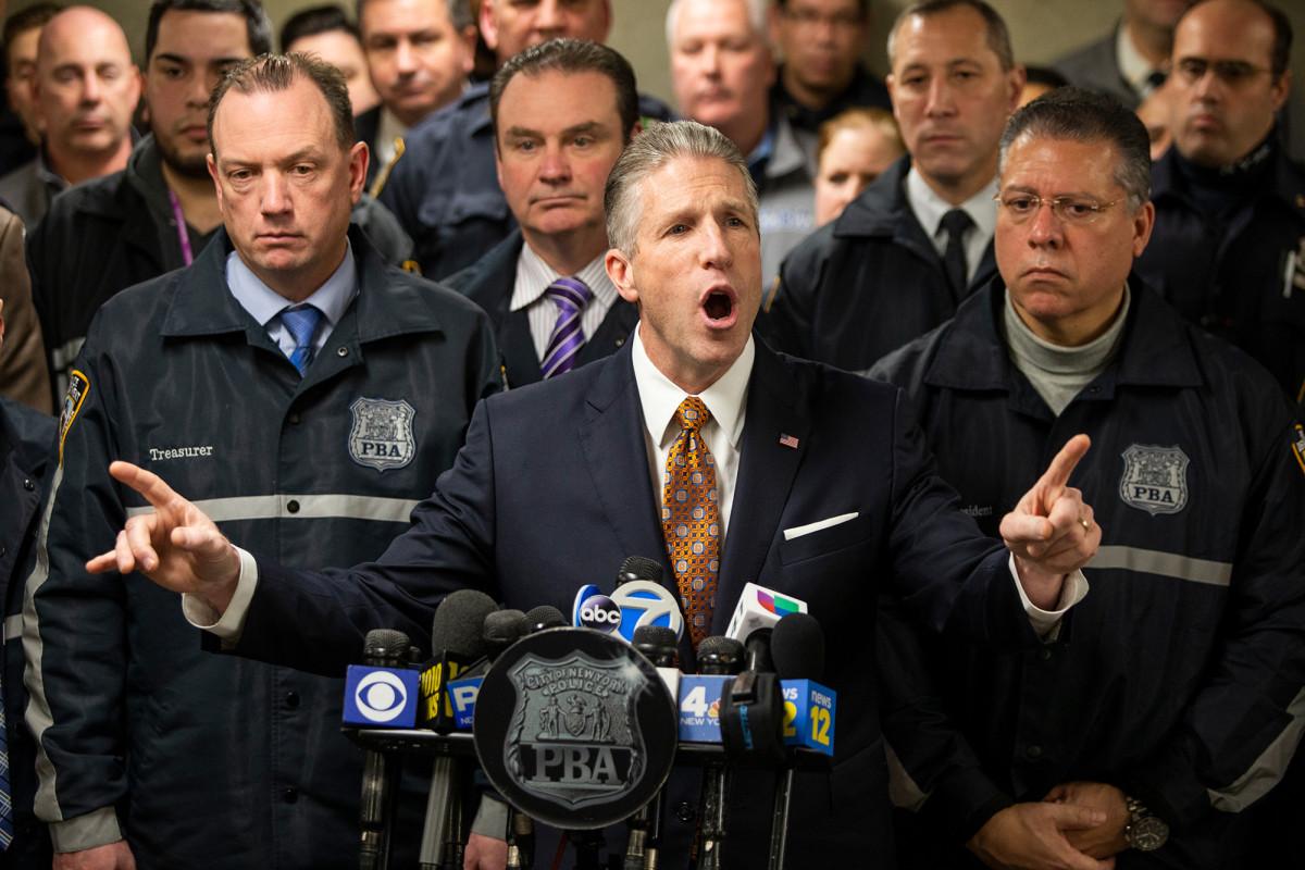 Laut NYPD-Kommissar waren Polizisten nicht falsch, gegen Demonstranten zu fahren