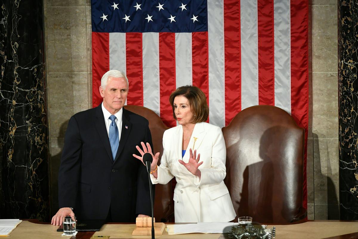 Mike Pence und Pelosi streiten sich um die Umsetzung des Mandats für Gesichtsmasken