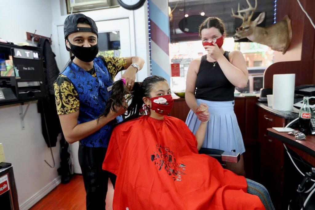 NYC Barber plant DJ, bestückte Bar, um die Wiedereröffnung zu feiern
