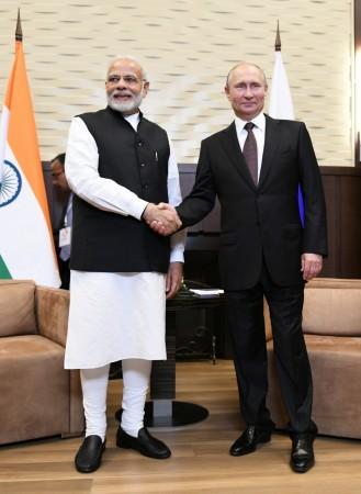 Premierminister Narendra Modi trifft am 21. Mai 2018 in Sotschi, Russland, auf den russischen Präsidenten Wladimir Putin
