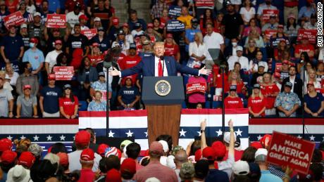 Trump verbreitet neue Lügen über von Ausländern unterstützten Wahlbetrug und schürt die Befürchtungen einer