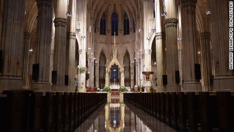 Die New Yorker St. Patrick's Cathedral feiert ihre erste öffentliche Messe seit März