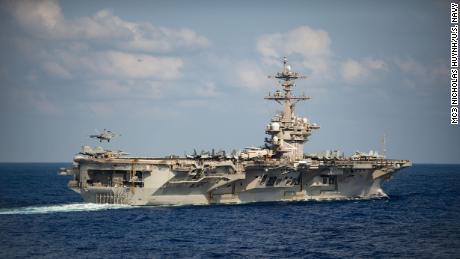 US-Flugzeugträger, der von einem schweren Ausbruch des Coronavirus betroffen ist, kehrt zur See zurück