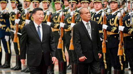 Kiribati-Präsident Taneti Maamau nimmt im Januar zusammen mit dem chinesischen Präsidenten Xi Jinping an einer Begrüßungszeremonie in der Großen Halle des Volkes in Peking teil.