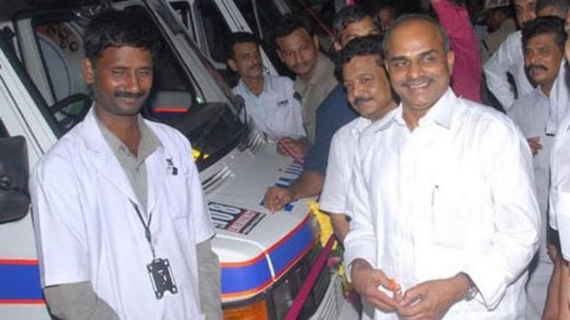 YS Rajasekhara Reddy startet Krankenwagen
