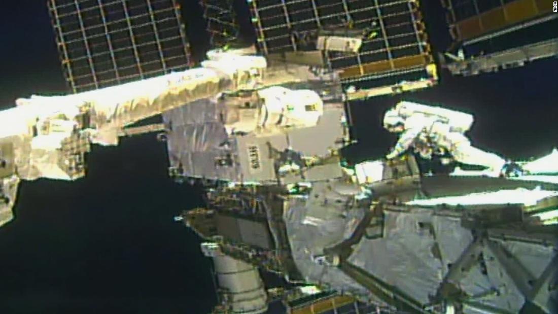 NASA-Astronauten führen einen zweiten Weltraumspaziergang durch, um die Leistung der Raumstation zu verbessern