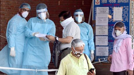 Als Delhi Indiens Coronavirus-Hauptstadt wird, haben seine Krankenhäuser Schwierigkeiten, damit fertig zu werden