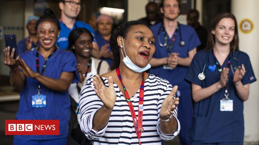 NHS-Jubiläum: PM tritt dem landesweiten Klatschen bei, um das Gesundheitswesen zu feiern