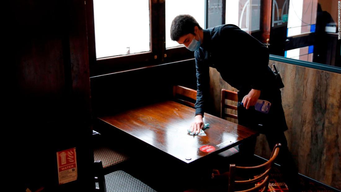 Mehrere englische Pubs mussten wieder schließen, nachdem Kunden positiv auf Coronavirus getestet hatten