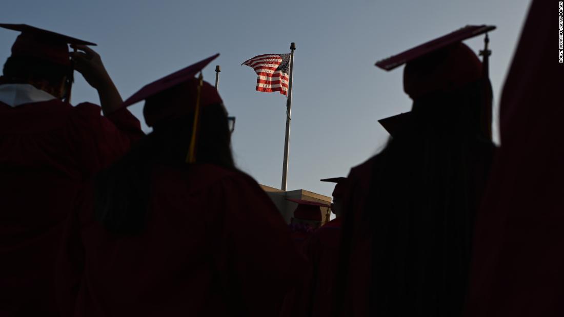 Eine Million ausländische Studenten laufen Gefahr, aus US-Colleges eingefroren zu werden. Einige werden vielleicht nie zurückkommen