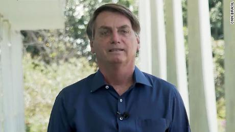 Die brasilianische Pressegruppe wird Bolsonaro verklagen, weil er seine Maske abgenommen hat