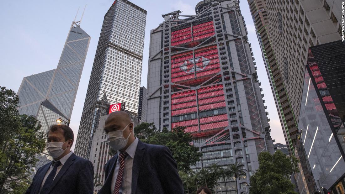 HSBC muss sich möglicherweise zwischen Ost und West entscheiden, da China Hongkong fester im Griff hat