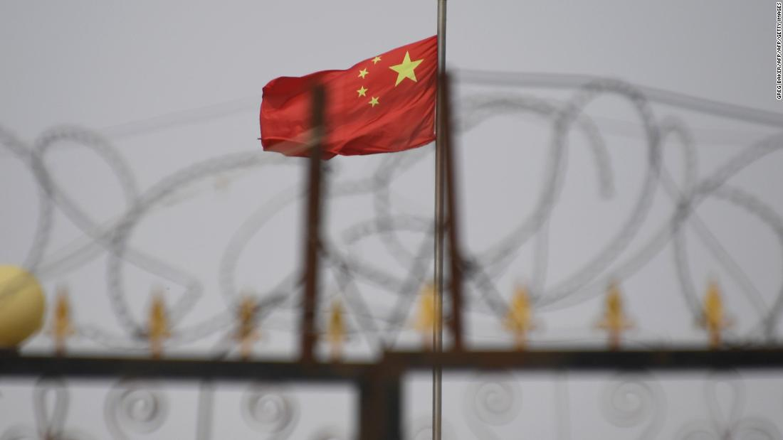 Die USA zielen auf chinesische Beamte wegen Menschenrechtsverletzungen in Xinjiang ab
