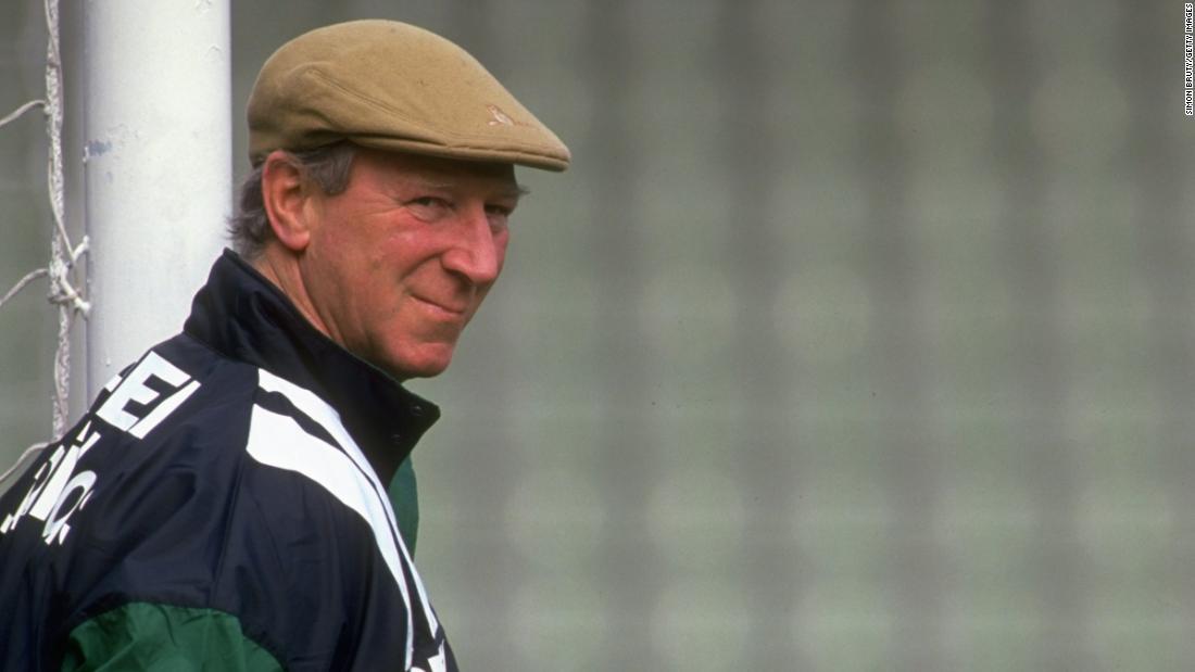 Jack Charlton, englischer Fußballer, der die Weltmeisterschaft gewonnen hat, stirbt im Alter von 85 Jahren