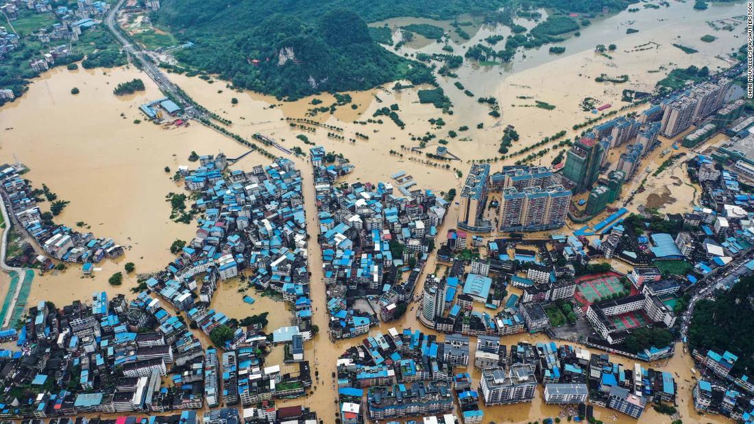 China hat gerade das Coronavirus enthalten. Jetzt kämpft es gegen einige der schlimmsten Überschwemmungen seit Jahrzehnten