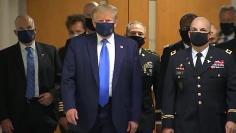 Welche Trump-Maske kann sich nicht verbergen?