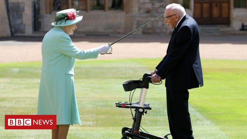 """Kapitän Sir Tom Moore wurde in einer """"einzigartigen"""" Zeremonie zum Ritter geschlagen"""