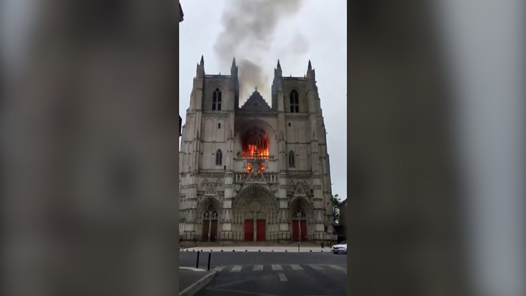 Freiwilliger der Kathedrale von Nantes nach einem Brand festgenommen
