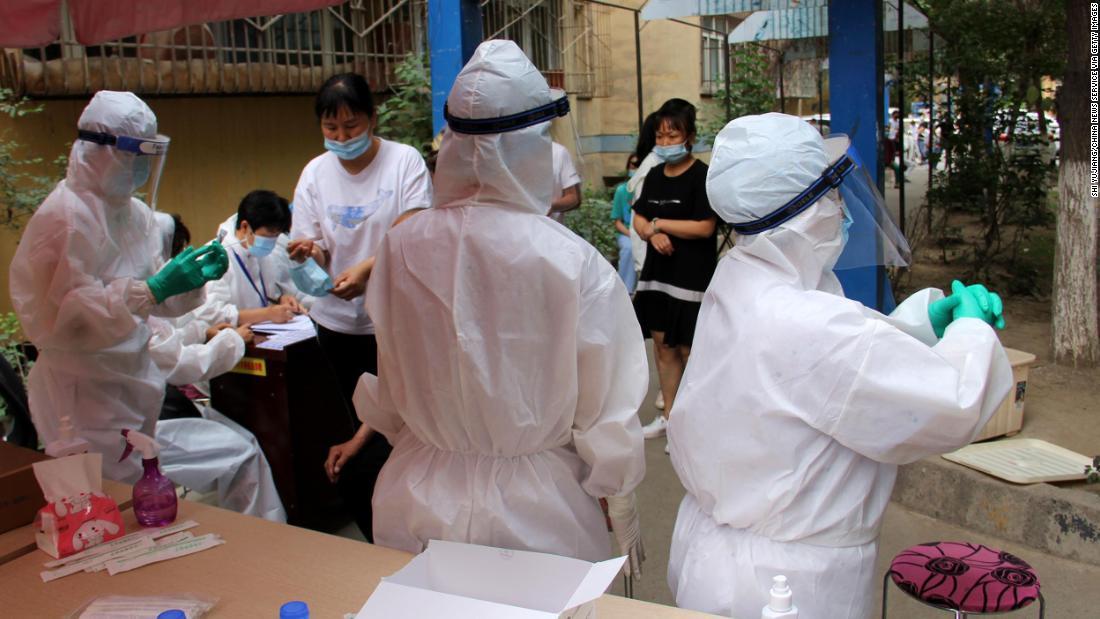 Xinjiang Kapital in Lockdown über Spike in Coronavirus-Fällen