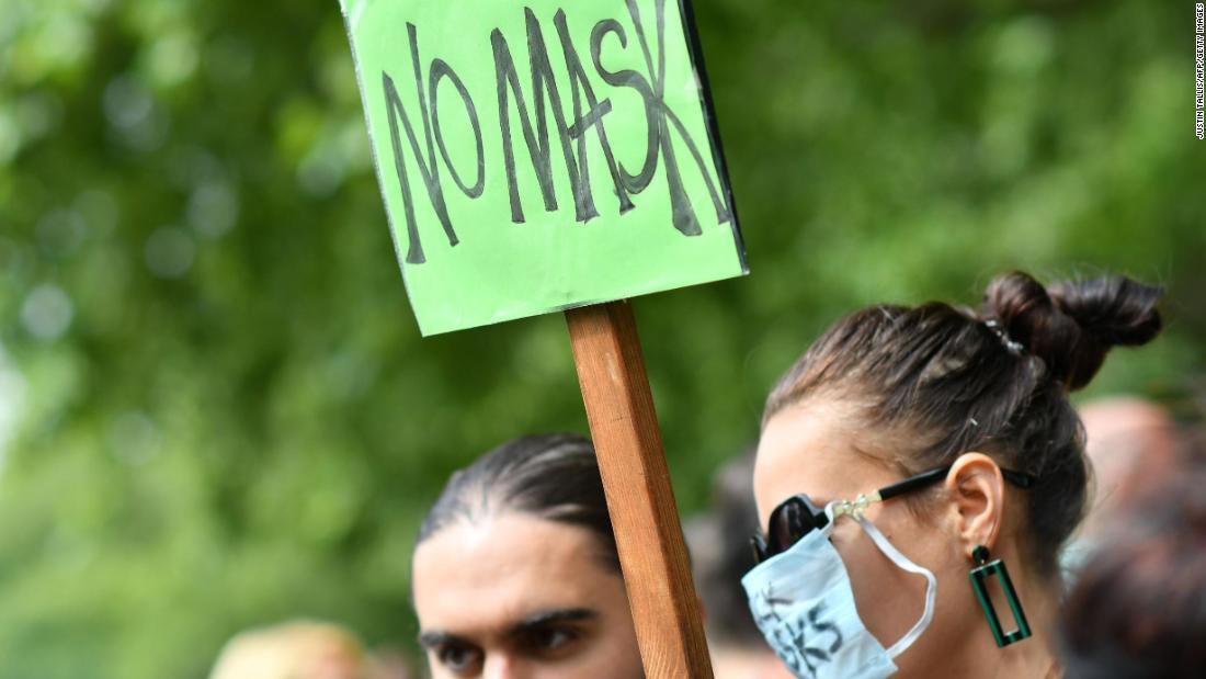 Proteste gegen Londoner Gesichtsmasken: Hunderte von Menschen, einige mit Masken, protestierten gegen das Tragen von Masken