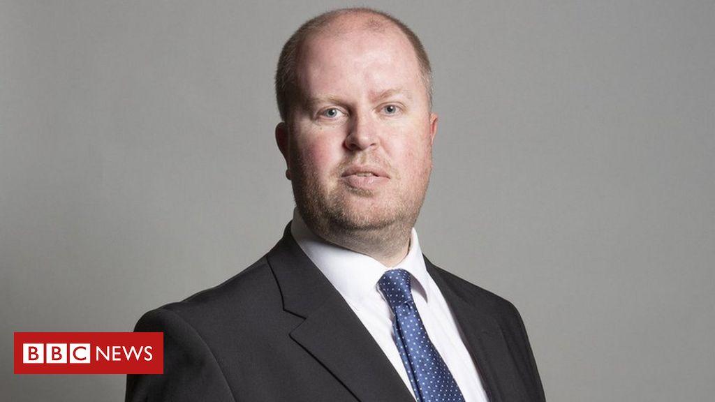 Delyn MP Rob Roberts lud den Praktikanten ein, mit ihm herumzuspielen