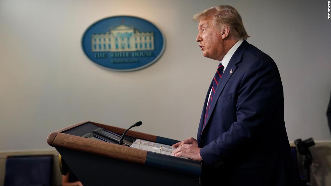 """Trump beim Briefing sagt, dass die Covid-Krise """"wahrscheinlich noch schlimmer werden wird, bevor sie besser wird""""."""