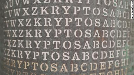 In einem Kunstwerk im CIA-Hauptquartier ist eine Nachricht versteckt, die Top-Code-Breaker seit 30 Jahren zu entschlüsseln versuchen. Noch kein Glück.