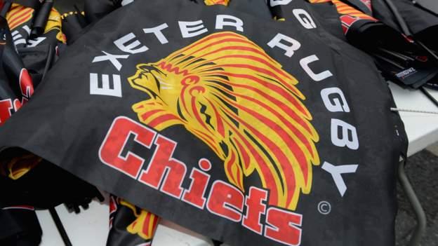 Exeter, um den Namen und das Logo des Chiefs beizubehalten, aber das Maskottchen 'Big Chief' zurückzuziehen